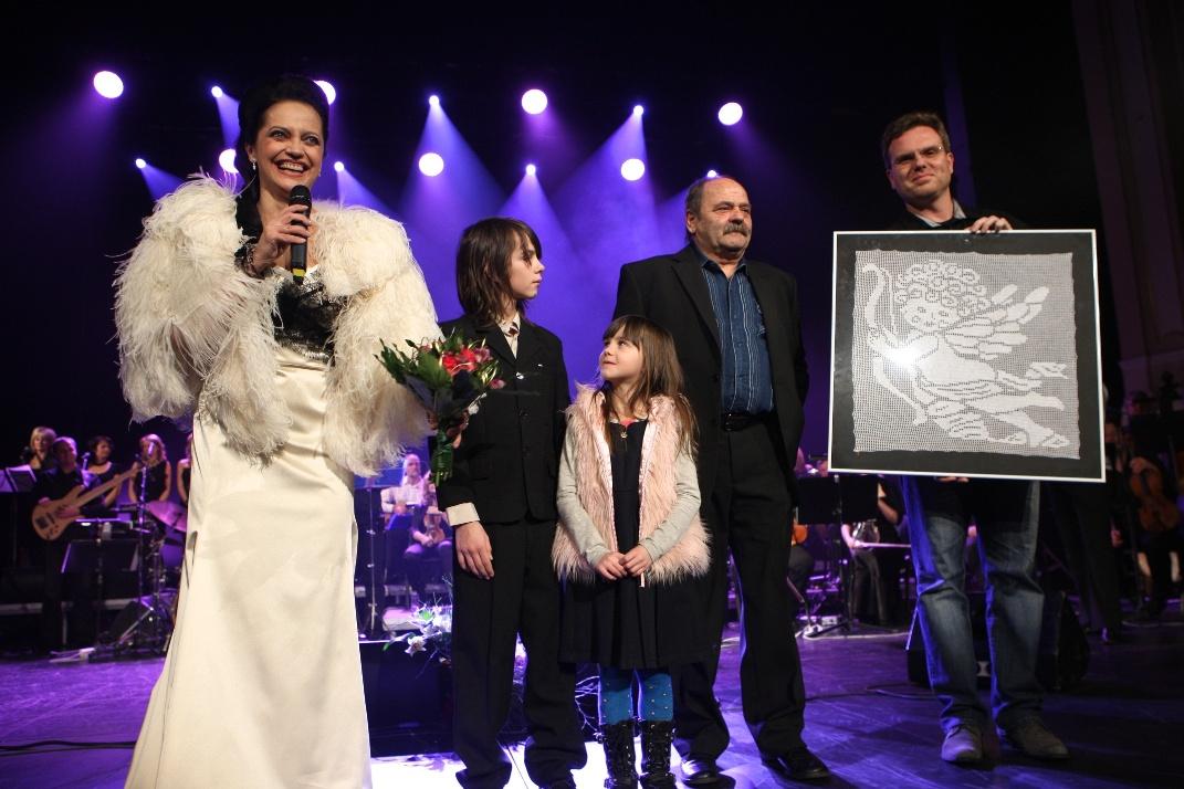 Mladý bubeník Andrej Kampf získal díky Lucii Bílé 200 000 korun ... b2a8b98c94