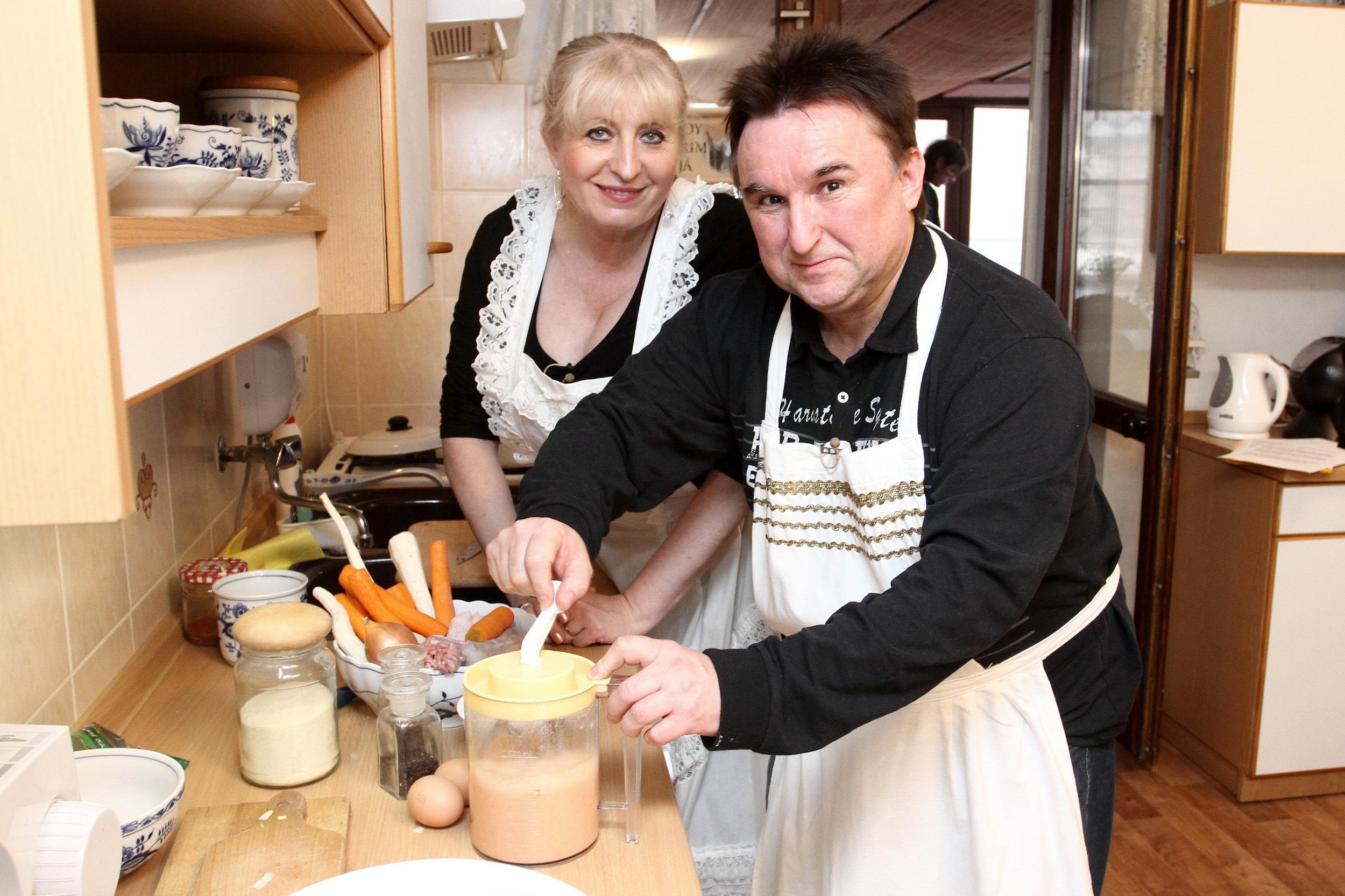 Herec Sypal sypal z kuchyně a vařila za něj Maruška! 190423a76f
