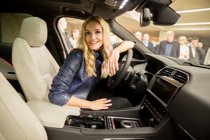 5 Taťáně to za volantem Jaguaru sluší IMG_1871