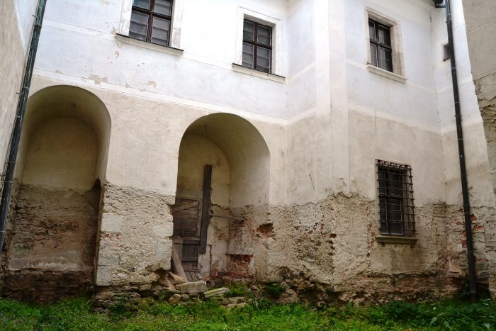 TZ_Děti musí v tajemných sklepech a na půdách žďárského zámku najít ztracenou truhlu, budou -hasit- i požár (3)