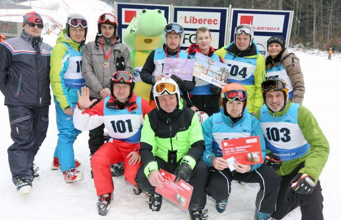 Skupinové foto vítězů.