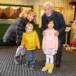 Jan Rosak s manzelkou a vnoucaty