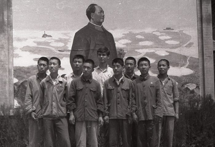 InsideMaosChina_Paul Crook Klassenfoto Mao Peking 1968