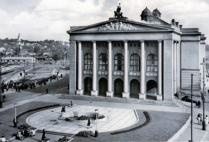 5_Divadlo Antonína Dvo²áka 1956 Foto Frantiτek Krasl