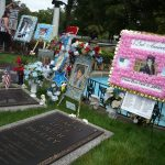 Hrob Elvisovy matky Gladys v gracelandské Zahradě rozjímání (photo Alena Beranová)