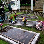 Hroby Elvisovi babičky, Elvise a jeho rodičů v gracelanské Zahradě meditací (photo Hana Lysáková)