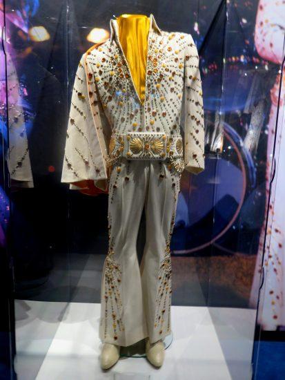 Jeden z Elvisových legendárních jevištních kostýmů (photo Hana Lysáková) 1