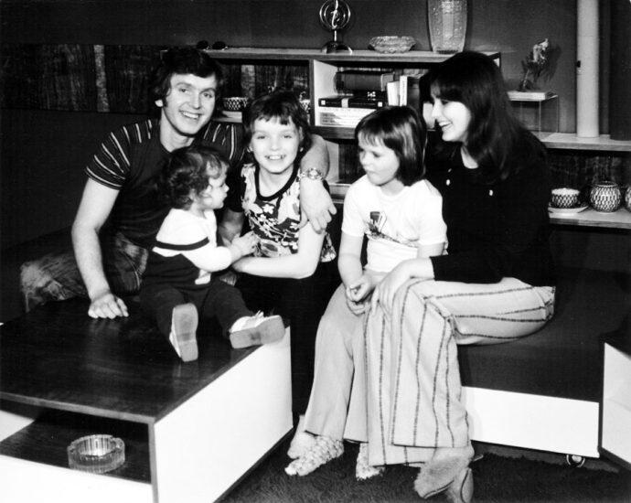 Pavel Novák s manželkou a dětmi v polovině sedmdesátých let minulého století
