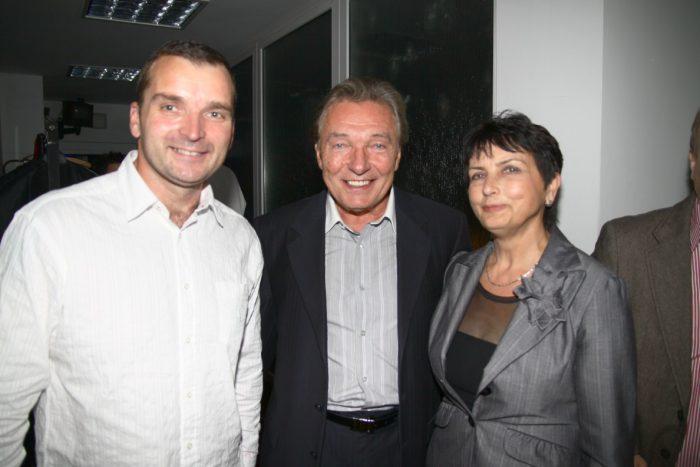 Pavel Novak ml s mamou a Karlem Gottem