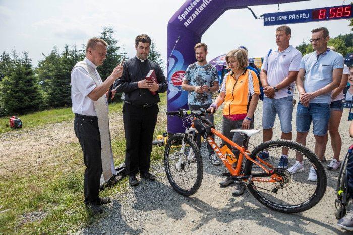 Křest speciálně upraveného kola pro nezastavitelnou Věru Křenkovou (photo Jiří Zerzoň) 2