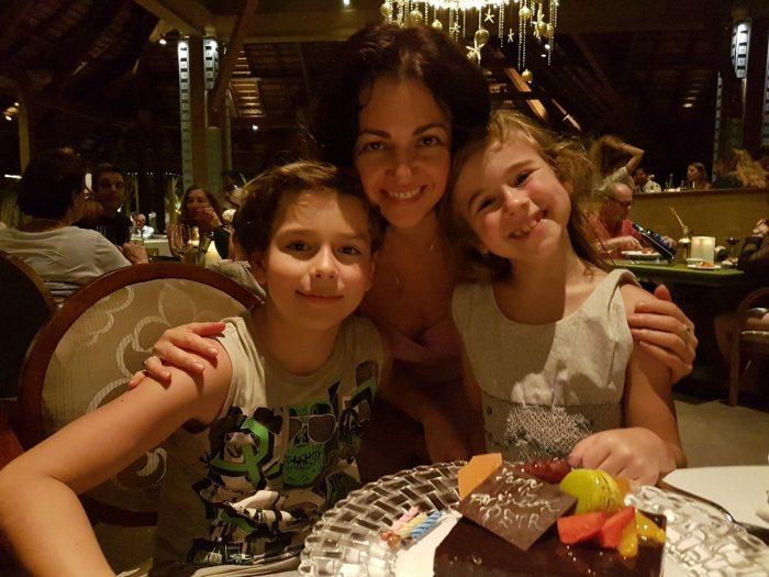 Mauricius2-Syn Evy Borské oslavil na dovolené na Mauriciu i své 11. narozeniny. Dort byl překvapením od luxusního hotelu, kde byli ubytovaní