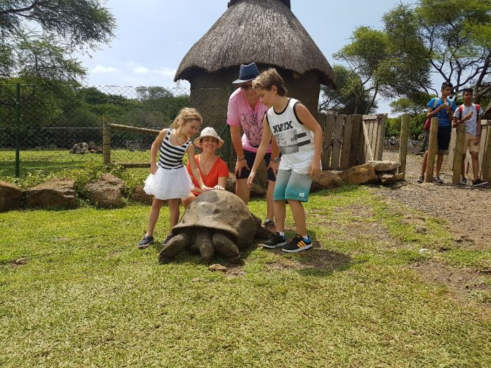 Mauricius4-Eva borská s rodinou na ostrově Mauricius potkala i stoleté želvy