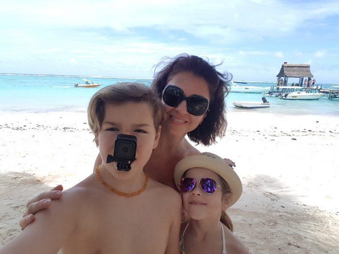 Mauricius6-Azurové moře a překrásné pláže ostrova Mauricius si zamilovala Eva Borská i její dvě děti - Petr a Monika