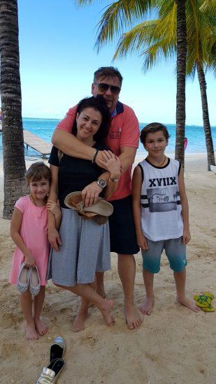 Mauricius7-Mauricius je doslova ráj na zemi. Zvlášť když tady trávíte dolenou s těmi, které milujete. Na fotce Eva Borská s rodinou