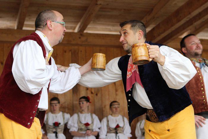 TZ_Projeďte se na velbloudovi, naučte se moderovat počasí a užijte si kulinářskou show známého kuchaře Marcela Ihnačáka - zažijte Den venkova na zámku