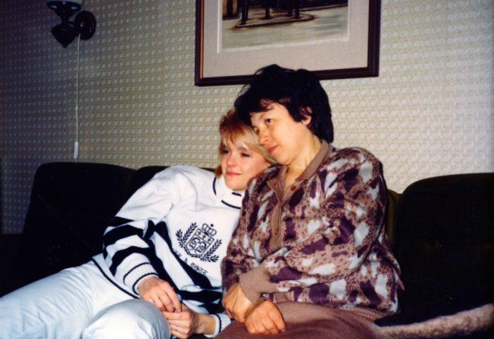 Iveta Bartosova s maminkou na konci osmdesatych let - Foto MV knihy