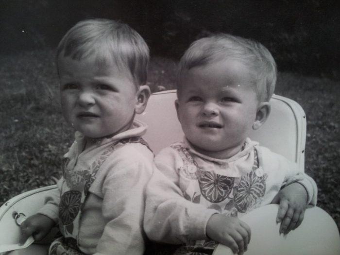 Iveta (vpravo) a Ivana Bartosovy v roce 1967 - Foto MV knihy