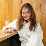 10 Sara Sandeva - ve wellness podavaji i prosseco IMG_1724