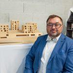 Martin Kubik u makety Aparthotelu Svaty Varinec IMG_2002