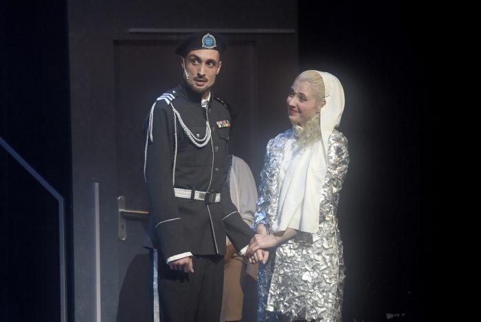 Anicka Slovackova s Peterem Strenacikem v roli Othella