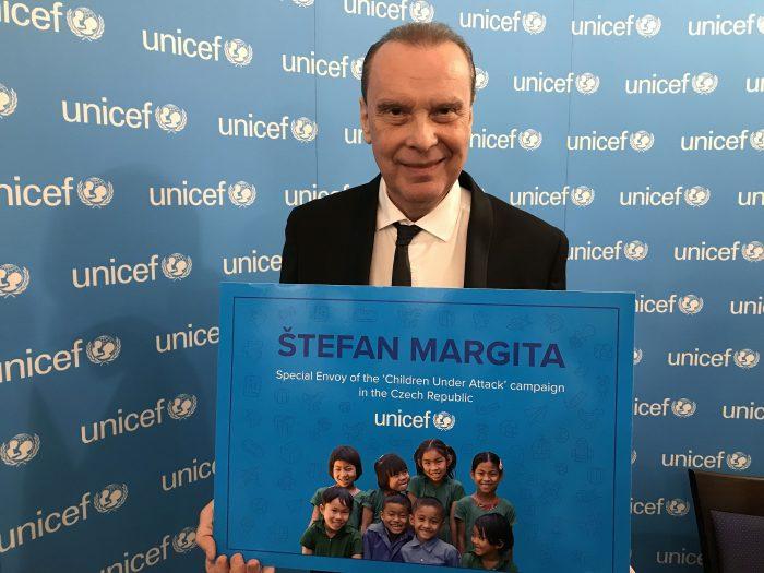 Štefan Margita s certifikátem Fondu ohrožených dětí při OSN UNICEF