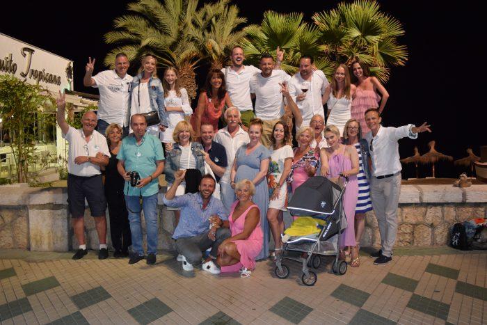 25 ucastniku oslavy 40. narozenin Viktora Margity ve spanelske Malaze