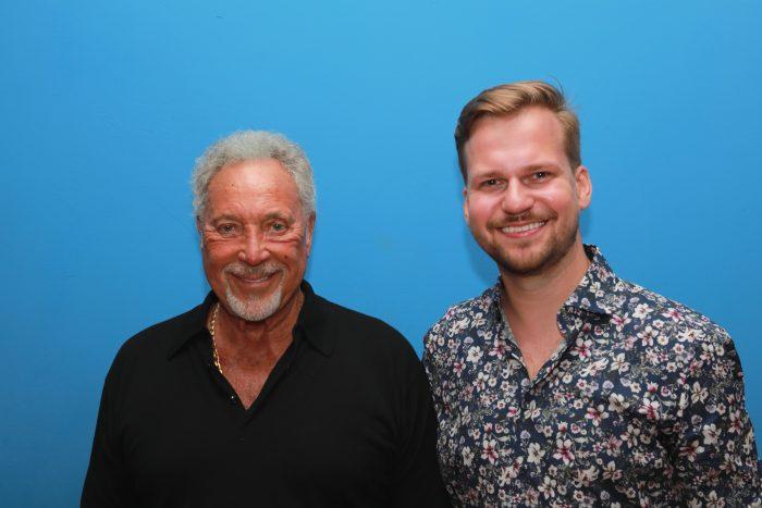 Tom Jones a Martin Chodúr (20.06.2019, Bratislava) - (photo Zuzana Mundy) 1